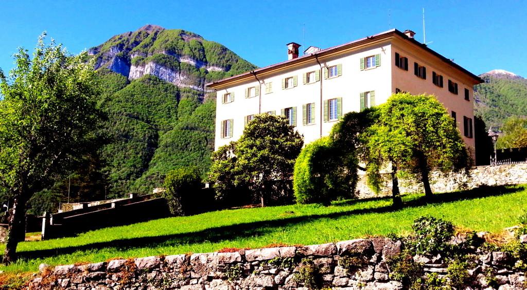 Villa_Camozzi_(Codogna),_vista_da_nord-est